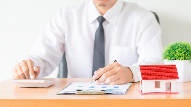 empresário na mesa do escritório