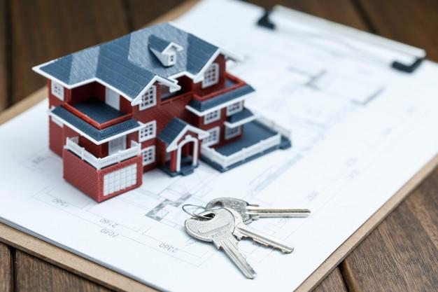 miniatura de casa com chave